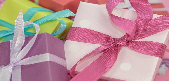 Does A Small Gift Really Cut It In A Long-Term Relationship?