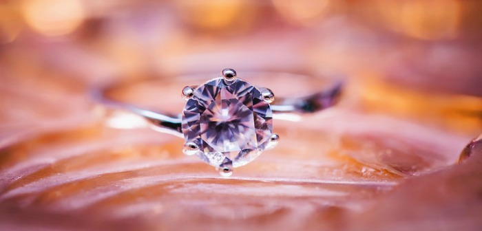 The Ideal Diamond Setting for a Diamond Engagement Ring