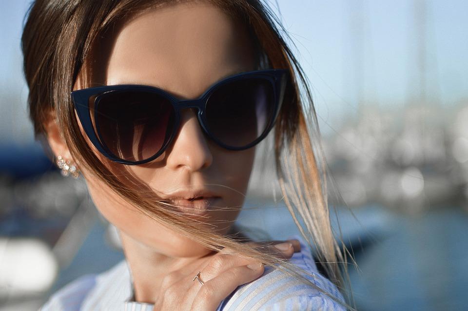 https://pixabay.com/photos/beautiful-face-fashion-girl-model-1869116/