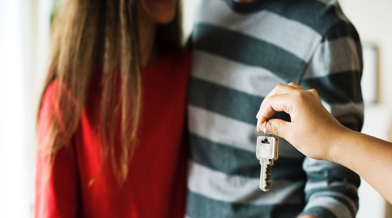Couple being handing keys - Considering Moving? 5 Reasons to Up Sticks and Leave