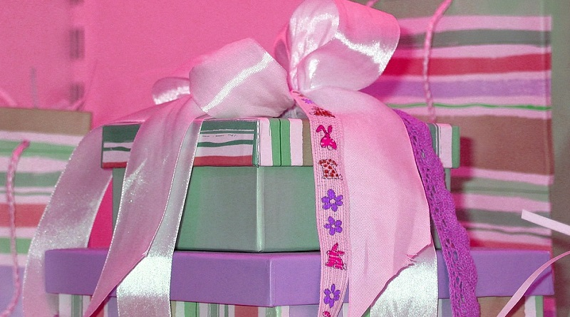 Gifts is boxes with big bow - Best Gifts