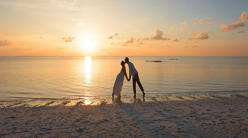 Couple kissing as sunset - 3 Smart Ways to Stay Within Your Wedding Budget