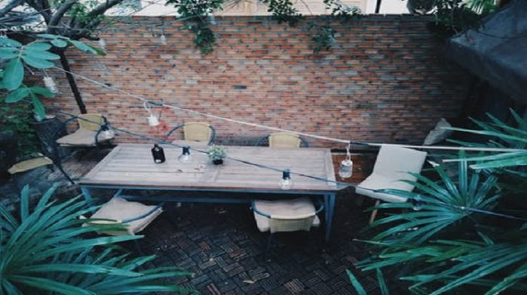 Garden deck with table chairs and strung lighting - Decorative Ideas For Your Garden Decking