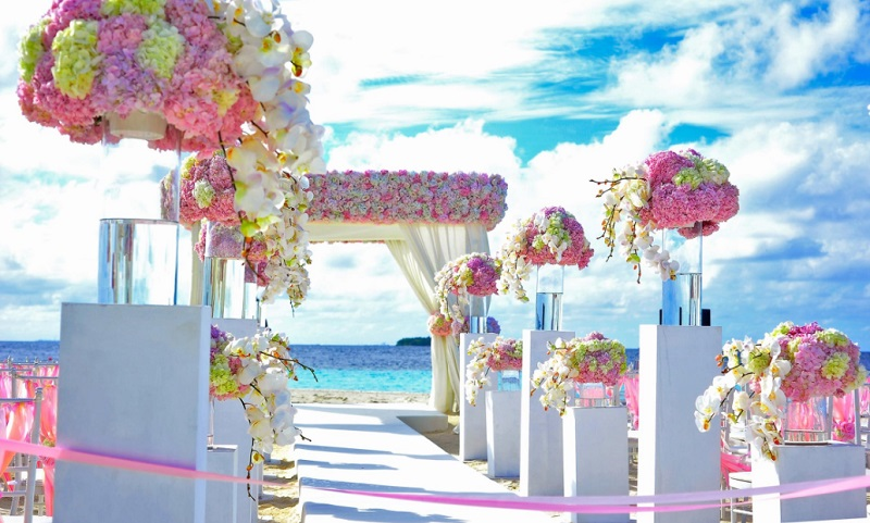 Beautiful Pastel Flower Arrangement lining aisle of Beach Wedding - Finding the Best Flower Supplier in Your Area