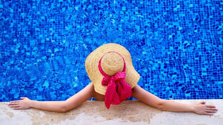 Woman in Straw had in swimming pool