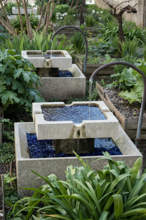 Backyard Water Features - Hiring Landscaping Companies