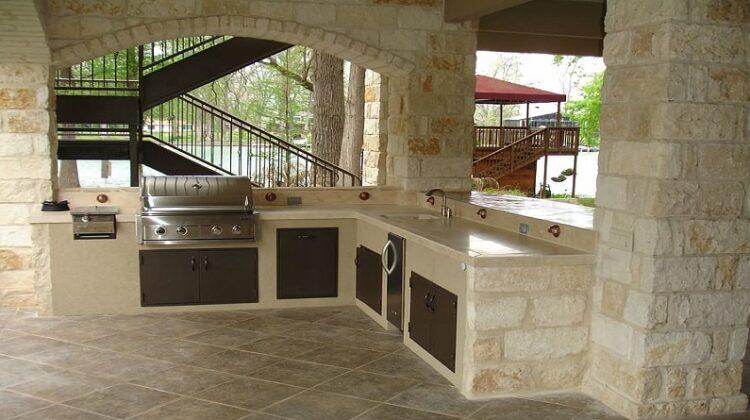 Light beige brick Outdoor Kitchen