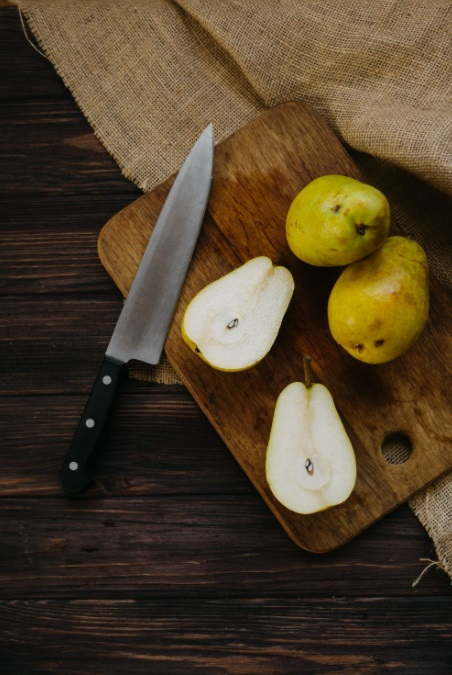 Foods That Can Benefit Lung Cancer Patients Pears on a cutting board with a large knife