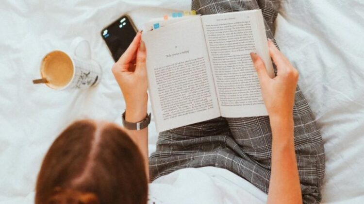Top 5 Reading Pillows Reading in Bed