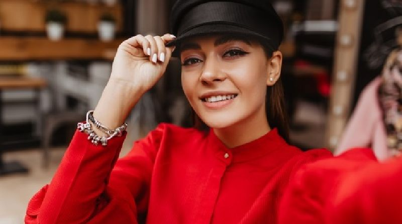 Chic Jewellery Styles For 2021 Woman in Red Dress with Black Hat