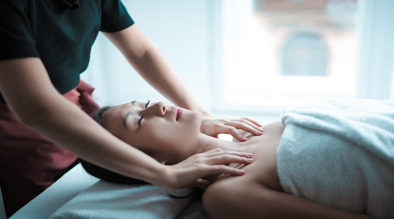 7 Reasons Why Millennials  Should Start Acupuncture  Woman Getting a Massage