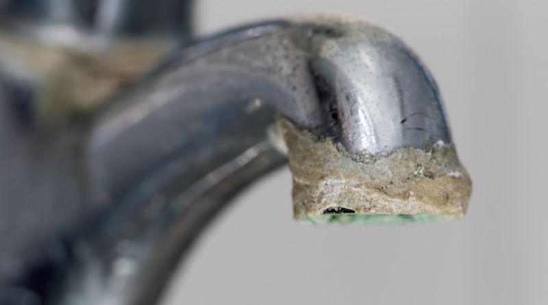 Limescale Buildup on faucet