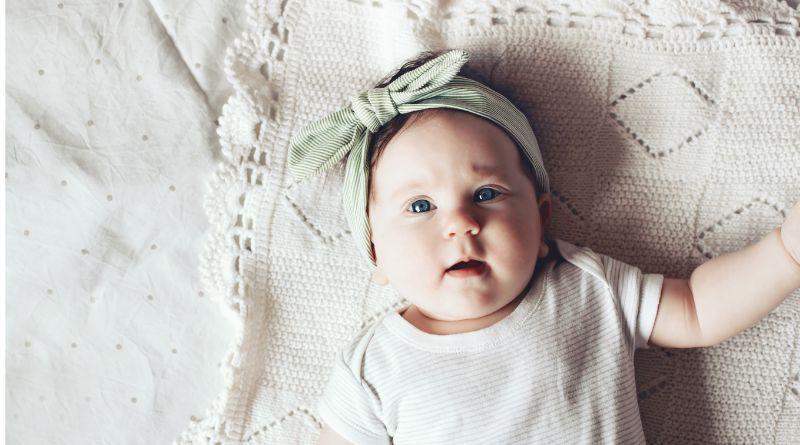 Wholesale Baby Headband Baby Girl Wearing a Headband