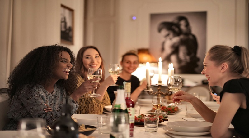 Ideas for Finding New Friends As an Adult Women enjoying a dinner together