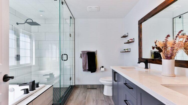 Beautiful White and Grey Modern Bathroom